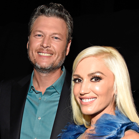 Gwen Stefani and Blake Shelton Cuddle Up During a Romantic Dinner