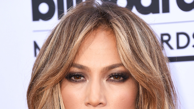 how to style your hair like jennifer aniston cut hair into a chin length bob 6197 | 071415 jennifer lopez hair tout