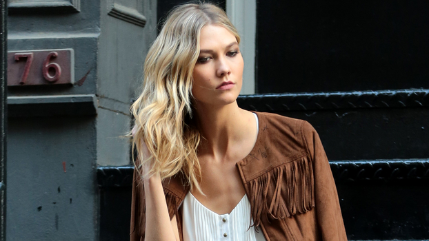 NEW YORK, NY - MAY 06: Karlie Kloss is seen on May 06, 2015 in New York City.  (Photo by Ignat/Bauer-Griffin/GC Images)