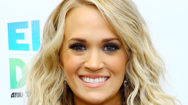 Carrie Underwood Chopped Her Hair Into A Bob Instyle Com
