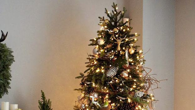 The Most Pinned Christmas Tree Trend & How To Recreate It