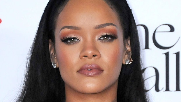 Hairstyle Video : See Rihannas New Blunt Bob Hairstyle InStyle.com