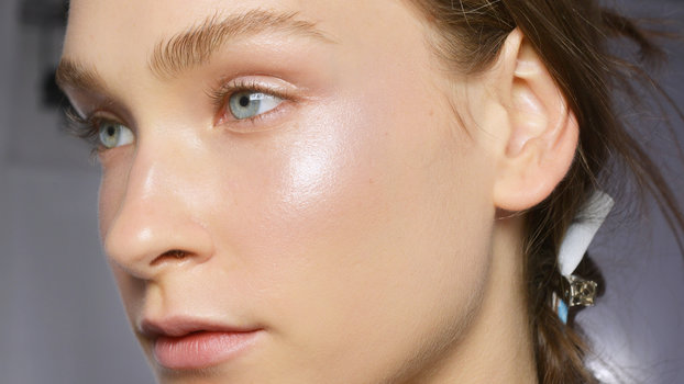 6 Holographic Highlighters That Create an Out-of-This ...