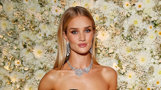 Rosie Huntington-Whiteley's Red Carpet Style