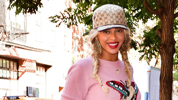 Beyoncé Makes a Powerful Pink Statement in Head-to-Toe Gucci ... 829005b61e9