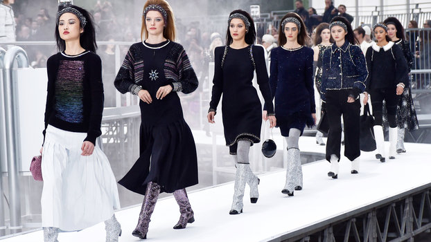 See Every Single Look from the Space-Themed Chanel Fall 2017 Runway