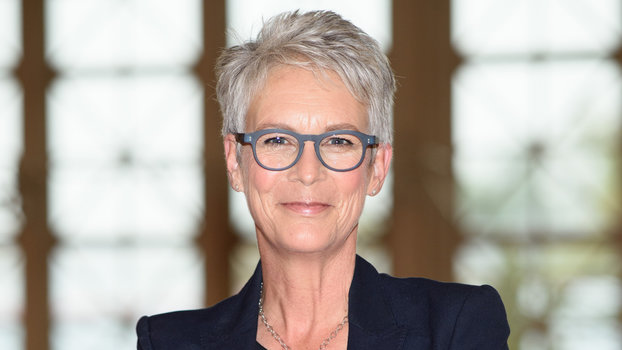 Jamie Lee Curtis Hairstyle Photos Go For The Crop Celebrity Style