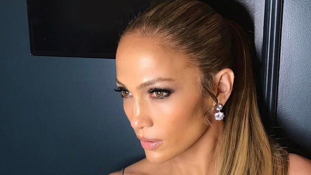 Jennifer Lopez Glimmers In 25 Earrings Latest Instagram