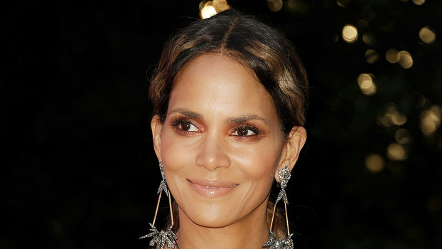 Halle Berry Goes Naked On Instagram To Express Her Fearlessness  Instylecom-5998