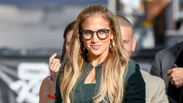 J Lo Hair Styles: J.Lo Makes The Case For Retro Spectacles In An Emerald
