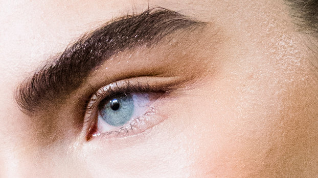 How to Tweeze Eyebrows at Home | InStyle com
