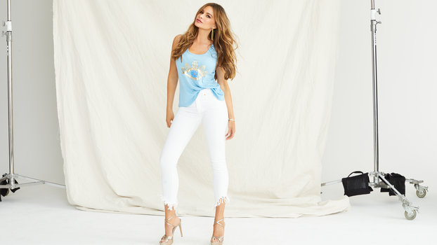 Sofía proved yet again she's the queen of affordable luxury denim.