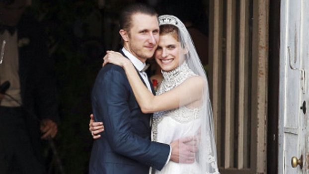 Lake Bell S Marchesa Wedding Dress See The Photo