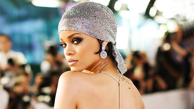 Rihanna S Cfda Awards Gown Featured 216 000 Swarovski