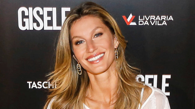 Gisele Bundchen Posts Photo of Daughter with Chicken on