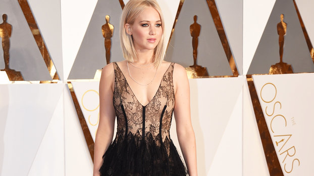 See Jennifer Lawrence 39 S 2016 Oscars Fashion And Beauty Look