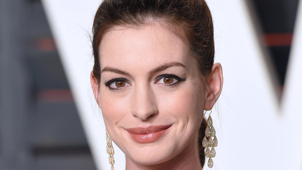 Pregnant Anne Hathaway Keeps It Easy Breezy On Date Night InStylecom