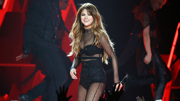 Selena Gomez 39 S L A Concert Was Jam Packed With Celebrities