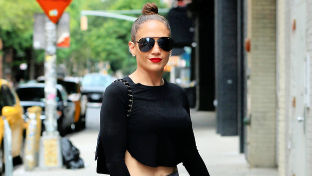 J Lo Hair Styles: J.Lo's Abs-Bearing Outfit