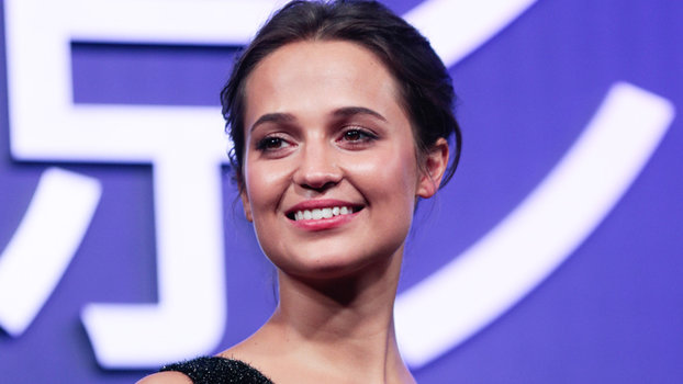 Alicia Vikander Shows Off Her Exquisite Figure In A