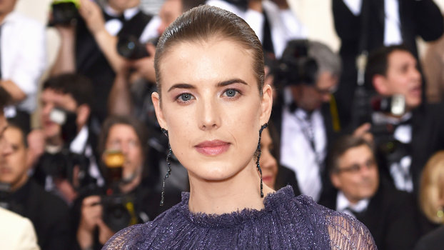 Model Agyness Deyn Wore A Pink Wedding Dress See Photos