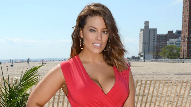 94d63ace826 Ashley Graham Looks Red Hot in a Curve-Hugging Sheath Dress ...