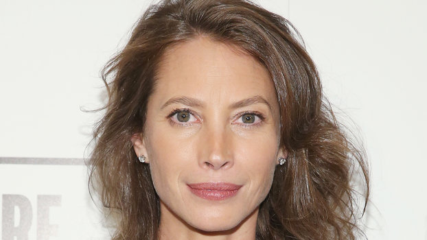 Christy Turlington Enjoys Ice Cream In The Hamptons