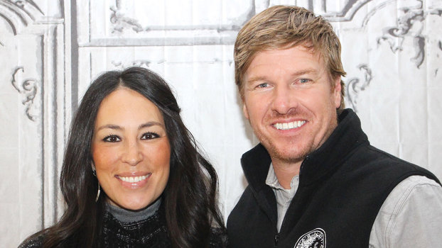 fixer upper stars chip and joanna gaines reveal how they keep their marriage so strong. Black Bedroom Furniture Sets. Home Design Ideas
