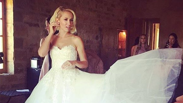 Anna Camp Wedding.Anna Camp Gives Us A 360 Degree View Of Her Wedding Dress Instyle Com