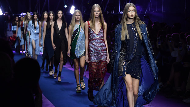 MILAN, ITALY - SEPTEMBER 23:  Gigi Hadid walks the runway at the Versace show during Milan Fashion Week Spring/Summer 2017 on September 23, 2016 in Milan, Italy.  (Photo by Jacopo Raule/Getty Images)