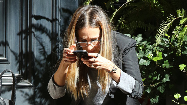Sarah Jessica Parker Demonstrates How to Take the Perfect ...