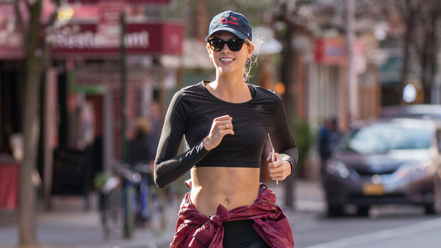 Karlie Kloss S Workout What It S Really Like At Akt In Motion