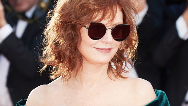 susan hair styling susan sarandon s low cut dress at cannes instyle 5514