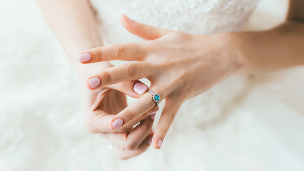 11 Timeless Nail Polish Colors for Your Wedding Day