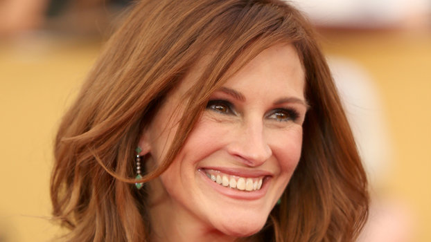 julia roberts hair style hairstyles that make you look younger instyle 7586 | 100517 julia roberts tout