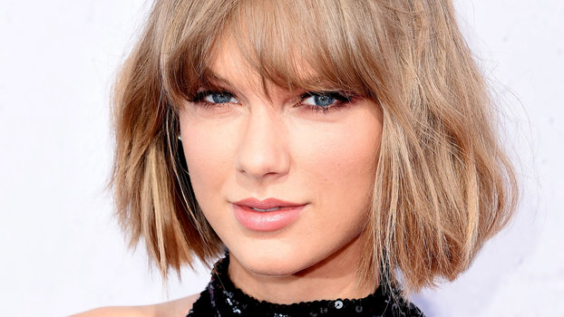 Taylor Swift Looks Naked In -2431
