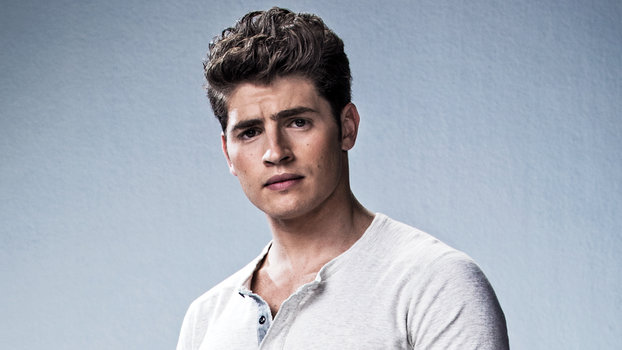 Gregg Sulkin Is Your New Crush from Marvel's Runaways ...