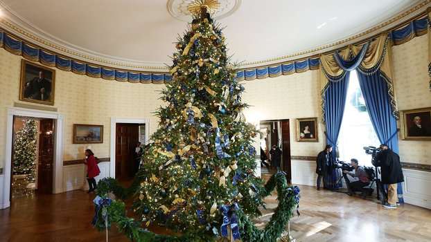 white house christmas party decor instylecom - 2017 White House Christmas Decorations