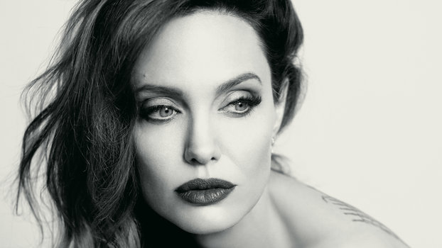 Angelina Jolie Once Colored Her Hair with a Sharpie ... анджелина джоли