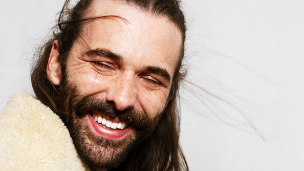 queer eye 39 s jonathan van ness talks hair body positivity and good american jeans. Black Bedroom Furniture Sets. Home Design Ideas