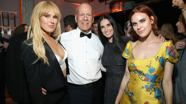 Bruce Willis's Five Daughters Pose for Rare Photo ...