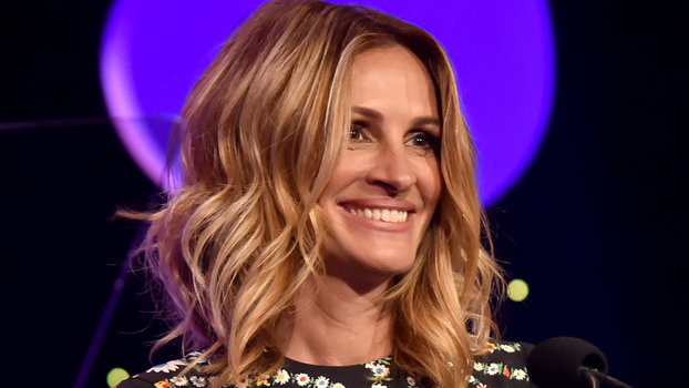 Julia Roberts Just Made Florals for Spring Legitimately Groundbreaking