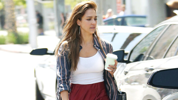 Jessica Alba Found the Perfect Late-Summer Flats — and They're Actually Affordable