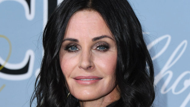 Courteney Cox Gets A Shag Haircut With Bangs Courteney
