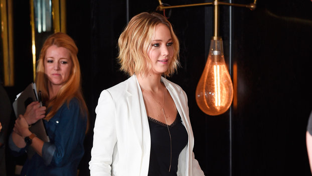 jennifer lawrence kicks off the hunger games promo tour in serious style. Black Bedroom Furniture Sets. Home Design Ideas