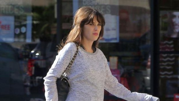 Zooey Deschanel Baby Bump