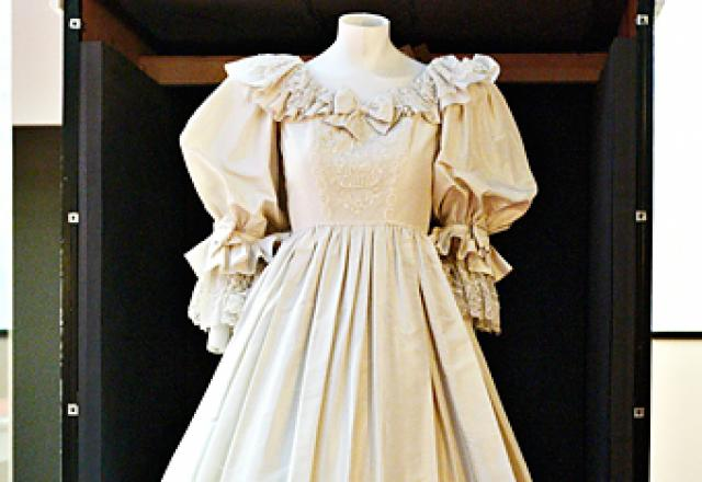 Princess diana 39 s wedding dress coming to the mall of for Wedding dresses mall of america