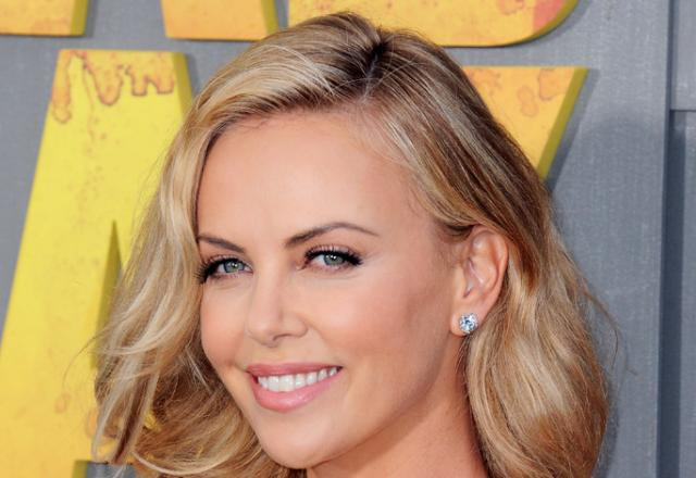 How To Get Charlize Therons Beachy Summer Makeup