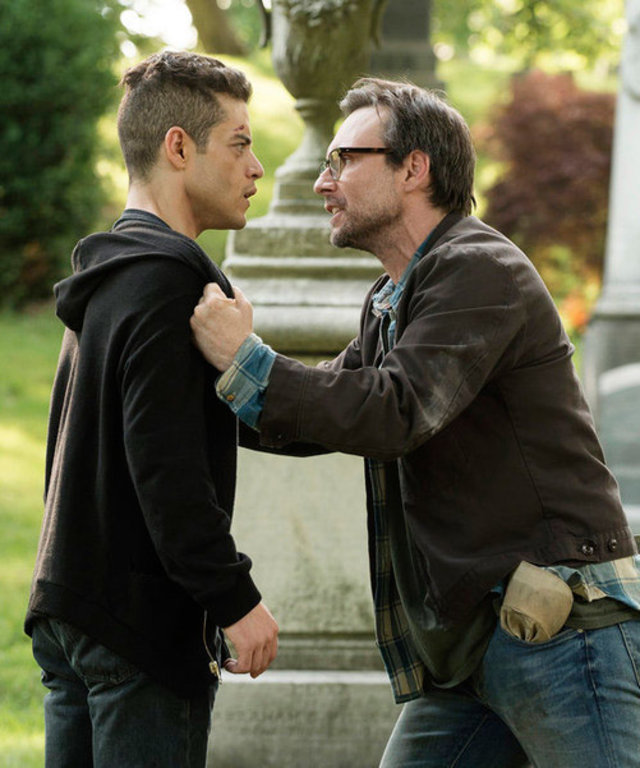 "2015 USA Network Media, LLC MR. ROBOT -- ""m1rr0r1ng.qt"" Episode 109 -- Pictured: (l-r) Rami Malek as Elliot Alderson, Christian Slater as Mr. Robot -- (Photo by: Virginia Sherwood/USA Network)"
