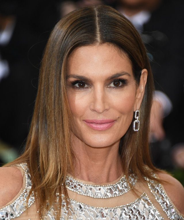 NEW YORK, NY - MAY 02:  Cindy Crawford attends the 'Manus x Machina: Fashion In An Age Of Technology' Costume Institute Gala at the Metropolitan Museum on May 02, 2016 in New York, New York.  (Photo by Venturelli/FilmMagic)